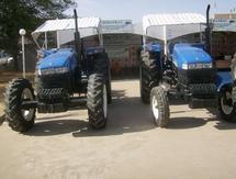 """Deux tracteurs devant le stand de la SIMATRAC lors de l'exposition """"N'Djamena Expo"""". /Photo E.N/Alwihda"""