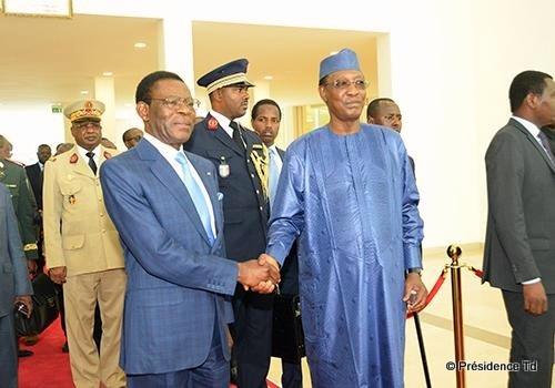 Illustration. Poignée de main entre les présidents Obiang Nguema et Idriss Déby. Pr/td
