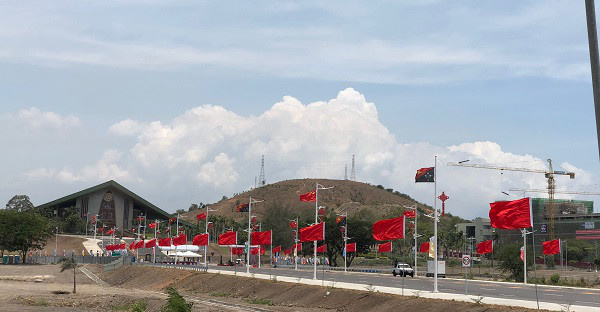 A new six-lane road Independence Boulevard fully funded by China demonstrated strong friendship between the two countries. (Photo: People's Daily)