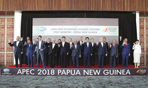 """Chinese President Xi Jinping (fifth from left) and other participants pose for a """"family photo"""" during the 2018 APEC Economic Leaders' Meeting in Port Moresby, Papua New Guinea on Sunday. Photo: Xinhua"""