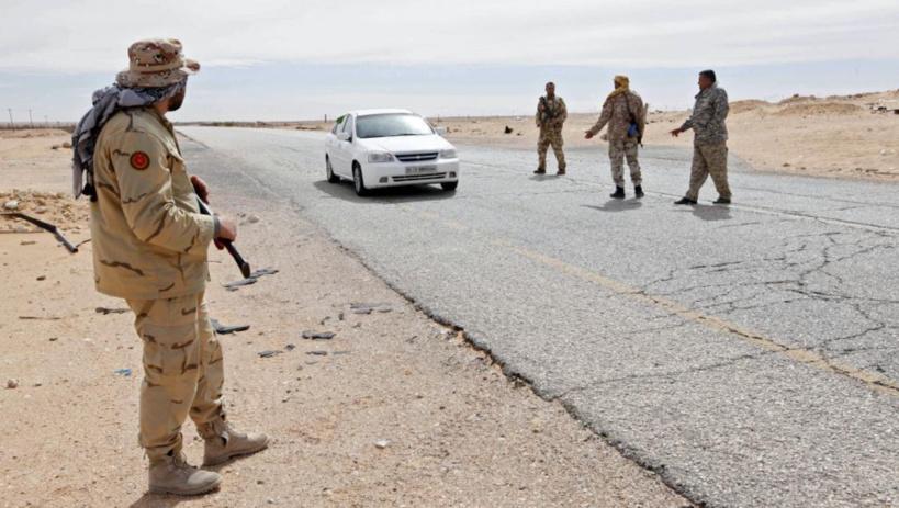 Point de contrôle routier à l'ouest de Syrte, en Libye, le 23 févirer 2016.  © REUTERS/Ismail Zitouny