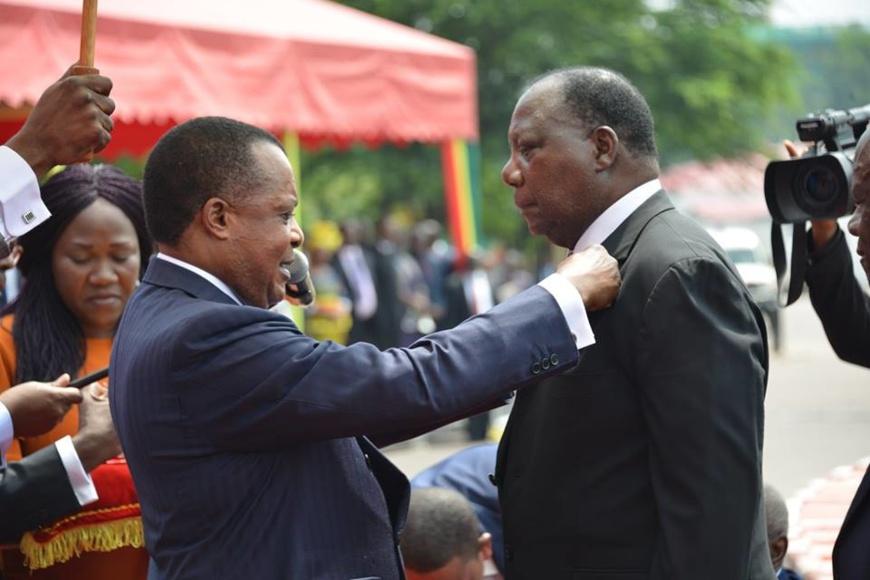 Décoration du Professeur Théophile Obenga à la 60 ème journée de la République