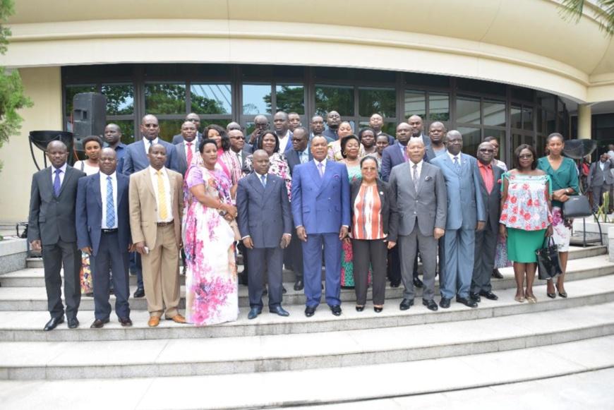 Denis Sassou NGuesso (au milieu) et les parlementaires de la CIRGL