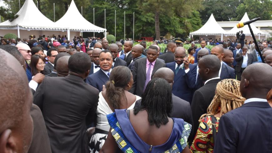 Denis Sassou N'Guesso communiant avec les forces vives.