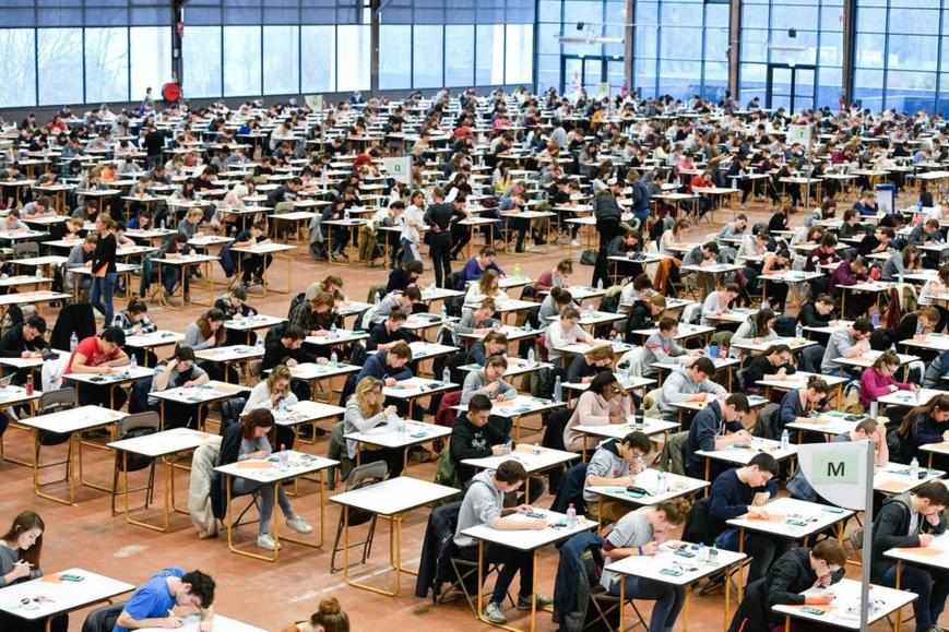 Lors des examens de décembre en première année de la faculté de médecine de Nantes, en 2016. Photo Franck Dubray. Ouest France. MAXPPP