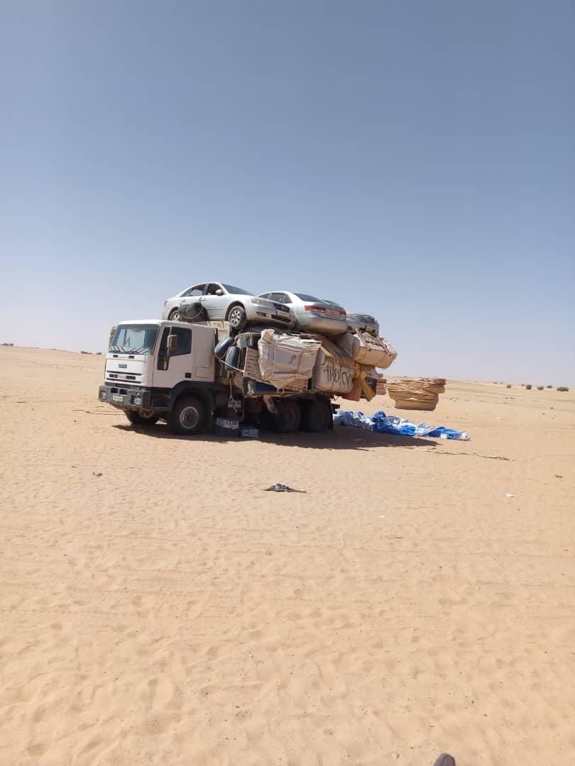 Un camion transportant un chargement dans le désert tchadien, au nord du pays. © Alwihda Info