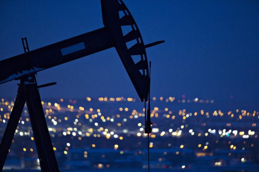 Un puits pétrolier de la formation rocheuse Bakken, au Dakota du Nord, où les techniques innovatrices ont aidé les États-Unis à figurer parmi les plus importants pays producteurs. (© Daniel Acker/Bloomberg/Getty Images)