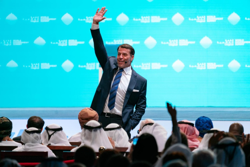 Entrepreneur, life coach and philanthropist Tony Robbins announces humanitarian project with UAE leadership to feed 1 billion people at World Government Summit in Dubai © AETOSWire