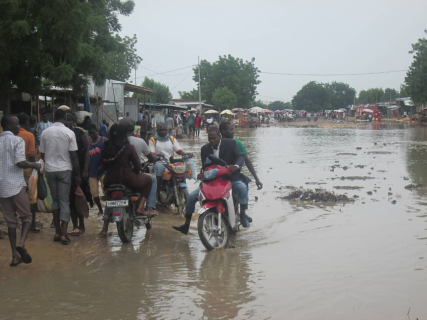 Une rue inondée de N'Djamena. © Alwihda Info.