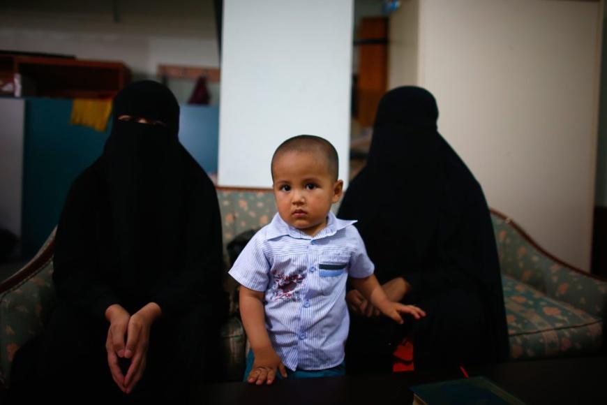 Des réfugiées ouïgoures attendent d'être interviewées par Reuters à Istanbul, le 16 juillet 2015. (© Osman Orsal/Reuters)