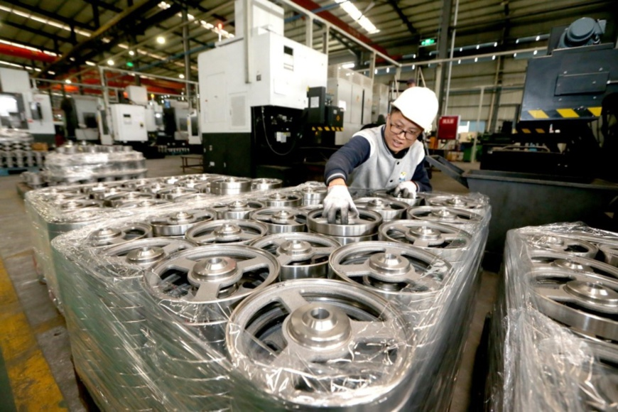 Workers from Sichuan De'en Precision Technology Co., Ltd. in southwest China's Sichuan Province were processing parts for export to EU countries on December 4, 2018. Photo: Zhang Zhongping, People's Daily Online