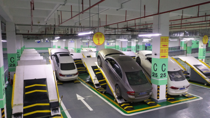 An intelligent stereo-mechanical parking lot has been put into use in southwest China's Chongqing Municipality. Located in the Chongqing Science and Technology Innovation Center, the lot employs the inclined stacking frames to park cars, which adds more than 65 percent more parking spots within a given area. (Photo: Liu Xinwu, Guo Xu,People's Daily Online)