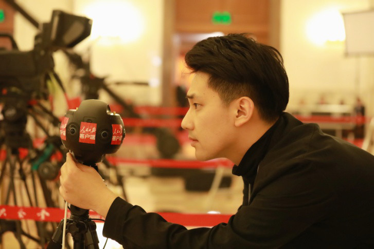 People's Daily journalist Wang Jingyuan tests a panoramic camera at the Great Hall of the People.