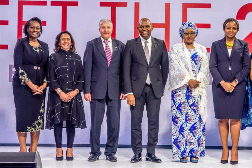 G-D: Ifeyinwa Ugochukwu, Nouvelle DG de la Fondation Tony Elumelu; Parminder Vir, DG sortante de la Fondation Tony Elumelu; Son Excellence Shimon Ben-Shoshan, ambassadeur d'Israël au Nigéria; Tony Elumelu, Promoteur de la Fondation Tony Elumelu; Son Excellence Mme Aisha Buhari, Première Dame du Nigéria; Dr. Awele Elumelu, Membre du Conseil d'administration de la Fondation Tony Elumelu; lors de l'annonce de la cinquième promotion du programme d'entreprenariat de la Fondation Tony Elumelu, qui s'est tenue à l'hôtel Transcorp Hilton à Abuja au cours du week-end.