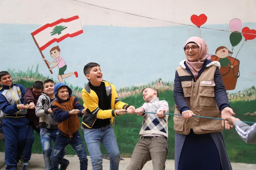 """""""القلب الكبير"""" تمنح مؤسسة """"عامل"""" من لبنان جائزة الشارقة الدولية لمناصرة ودعم اللاجئين"""