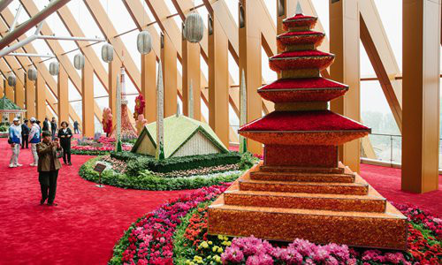 A variety of flowers are shaped into scenic spots and historical sites at the China Pavilion. (Photo by Li Hao from Global Times)
