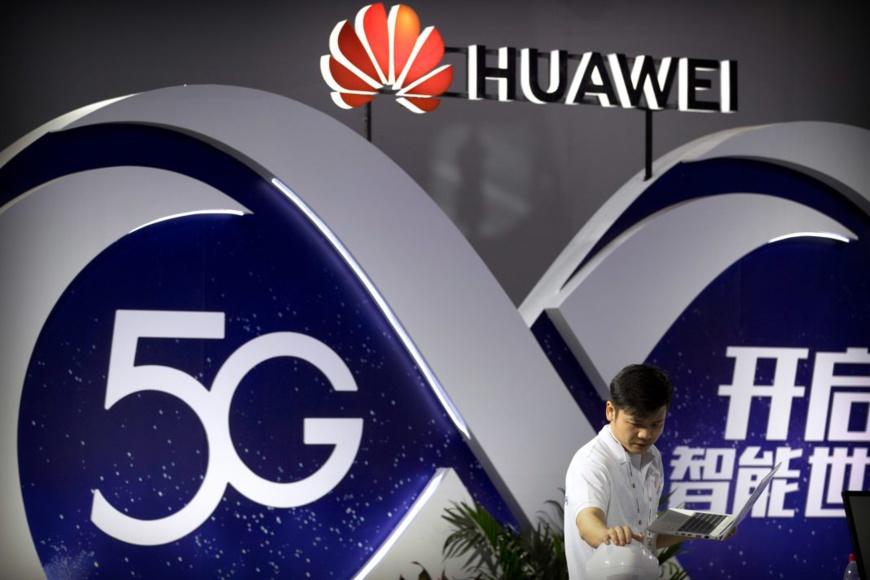 L'entreprise chinoise de télécommunications Huawei est en concurrence pour des contrats d'installation de la 5G, mais représente une menace en matière de sécurité, affirment les États-Unis. (© Mark Schiefelbein/AP Images)