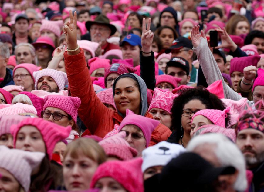 Les gens se réunissent pour la marche des femmes à Washington, États-Unis, le 21 janvier 2017. REUTERS / Shannon Stapleton