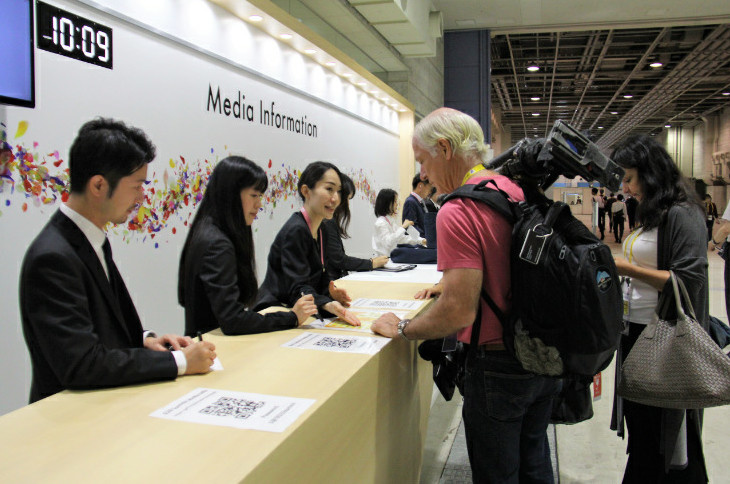 The press center of G20 Osaka summit is officially launched on June 27. Foreign journalists are consulting the press center. By Ma Fei from People's Daily