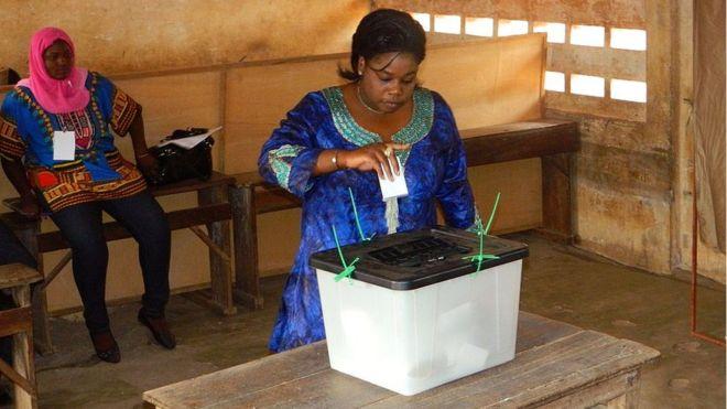 Un bureau de vote à Lomé, la capitale togolaise, lors de l'élection présidentielle du 25 avril 2015. © BBC