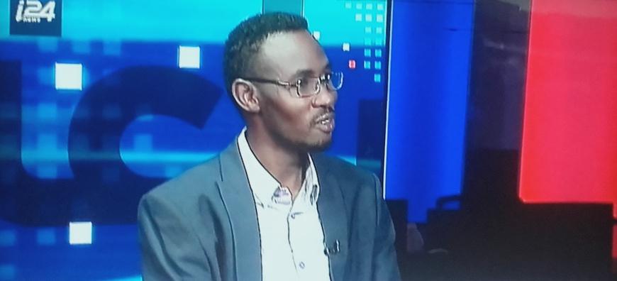 Le journaliste soudanais Abdelkerim Souleyman sur la chaine i24 News. © Capture d'écran