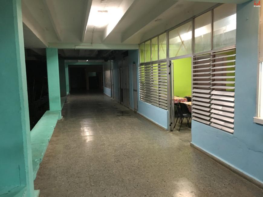 Un couloir de la Faculté de médecine de La Havane, à Cuba. © Alwihda Info