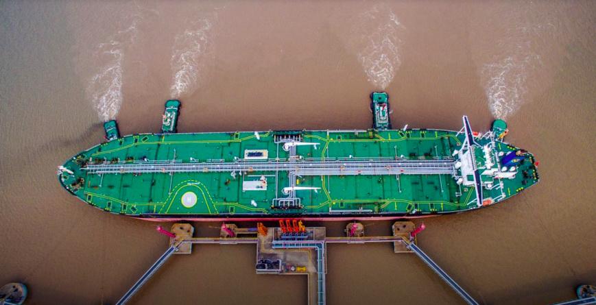 Un pétrolier décharge du pétrole brut dans un terminal en Chine, en juillet 2018. (© China Stringer Network/Reuters)