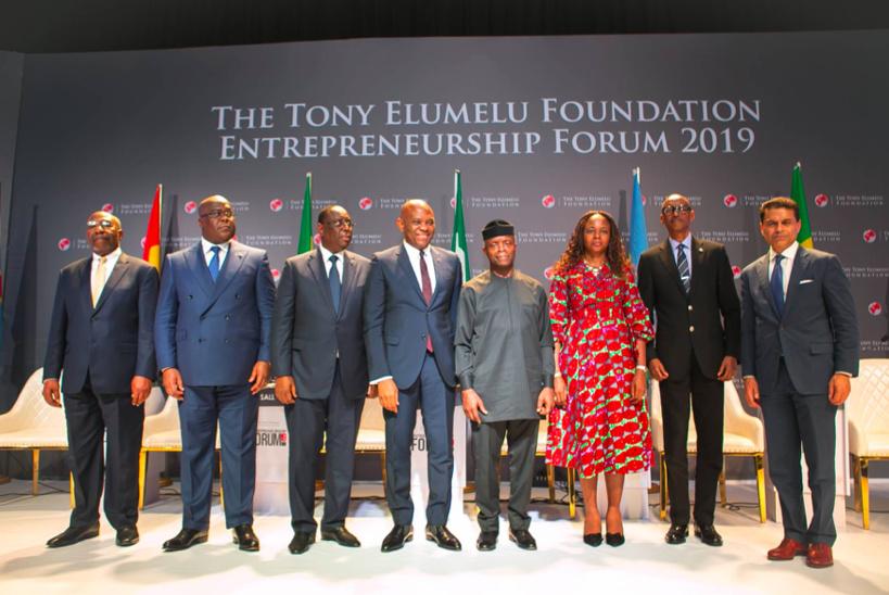 L-r: Premier Ministre de l'Ouganda, H.E. (Dr.) Ruhakana Rugunda; Président de la République Démocratique du Congo, H.E. Felix Tshisekedi; Président du Sénégal, H.E. Macky Sall; Le Fondateur, la Fondation Tony Elumelu, M. Tony Elumelu; Vice-Président du Nigéria, H.E. (Prof) Yemi Osibanjo; Épouse du Fondateur, la Fondation Tony Elumelu, Dr Awele Elumelu; Président du Rwanda, H.E. Paul Kagame; Modérateur et hôte Fareed Zakaria GPS, présentateur de CNN, M. Fareed Zakaria, lors du dialogue présidentiel du fondateur, tenu au Forum de la Fondation Tony Elumelu sur l'entreprenariat 2019, le plus grand rassemblement d'entrepreneurs africains, tenu à Abuja le Samedi.