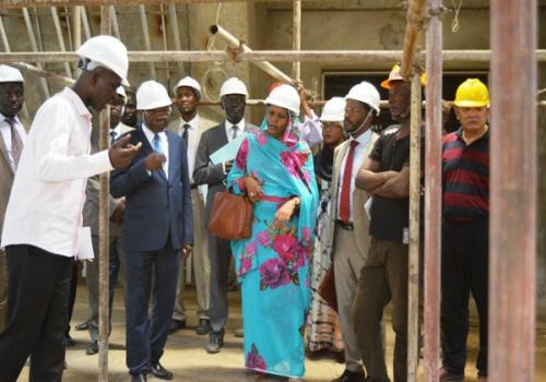 Tchad : la construction de l'Hôtel Toumaï Palace vers la fin à N'Djamena. © PR