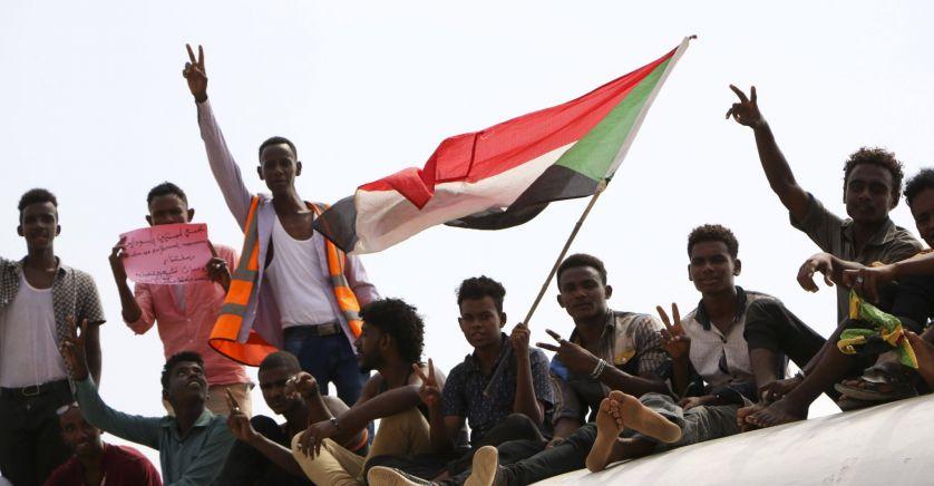 Des manifestants pro-démocratie, le 17 août, à Khartoum.© Mahmoud Hjaj/AP/SIPA