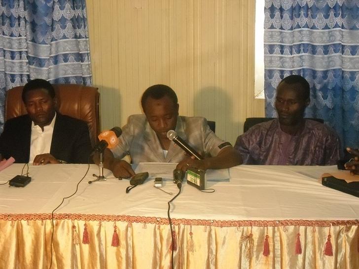 Le Président de l'Association des Jeunes Unis pour la Réconciliation Nationale et le Dévellopement (AJURND), Nassour Charfadine, à gauche. Crédits photos : Alwihda