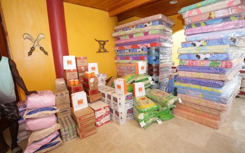 Inondations à Grand-Bassam : Orange Côte d'Ivoire fait don de vivres et non vivres aux familles sinistrées