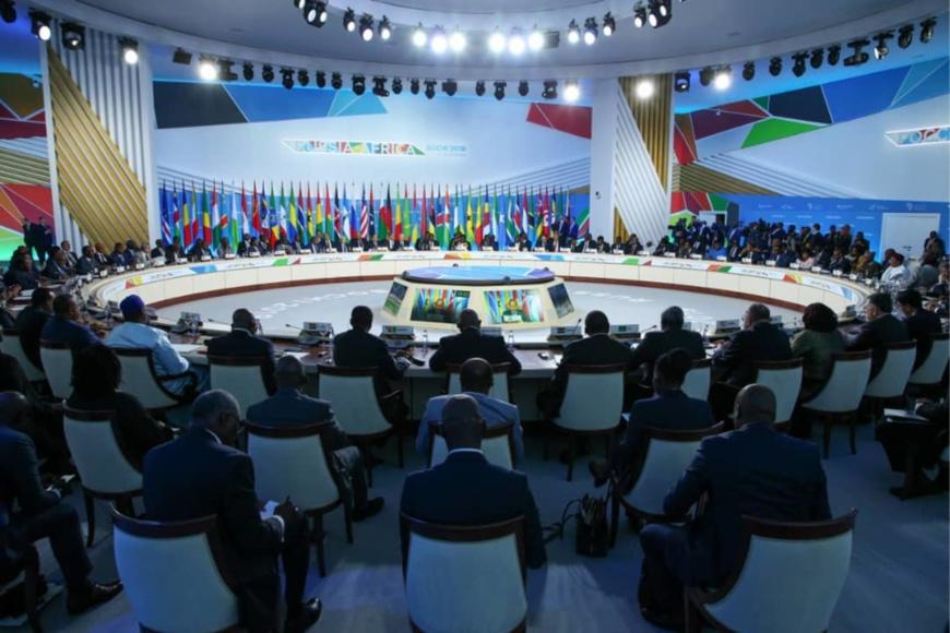 Une vue sur la séance plénière du sommet de Sotchi.