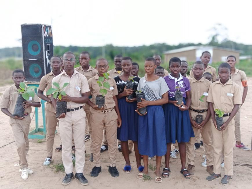 Côte d'Ivoire/Actions du Lions Club Arc-en-ciel au Collège Yves Lambelin de Bongo : Don de kits scolaires, planting d'arbres, repas de cœur,….