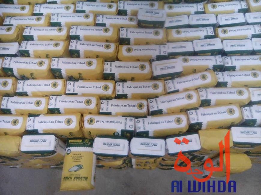 Des sacs de farine produits à Moundou dans une usine de transformation créée par des entrepreneurs privés. Tchad. © Alwihda Info/G.A.