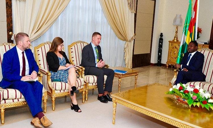 Le chef de l'Etat s'est entretenu avec l'Ambassadeur du Royaume-Uni au Togo. © DR