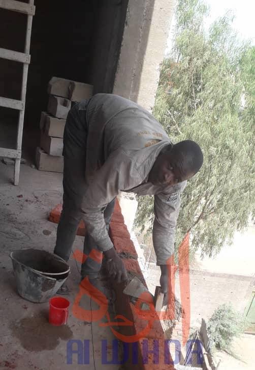 Tchad : les jeunes diplômés affrontent le chômage avec des petits emplois. © Alwihda Info