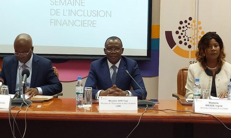Le ministre Sani YAYA lance les activités de la semaine de l'inclusion financière au Togo. © DR/TBN