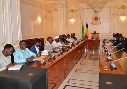 Tchad : le président prend des mesures pour réduire les prix des billets d'avions. © PR