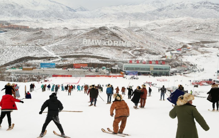 Photo taken on Nov 27, 2019 shows people skiing with fur snowboards at Jiangjunshan ski resort in Altay, northwest China's Xinjiang Uygur Autonomous Region. The 14th Xinjiang Winter Tourism Trade Fair kicked off on that day. Photo by Zhang Xiuke