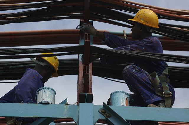 Des travailleurs en Afrique. Illustration. © DR