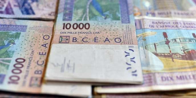 Des billets de Franc CFA. © ISSOUF SANOGO / AFP