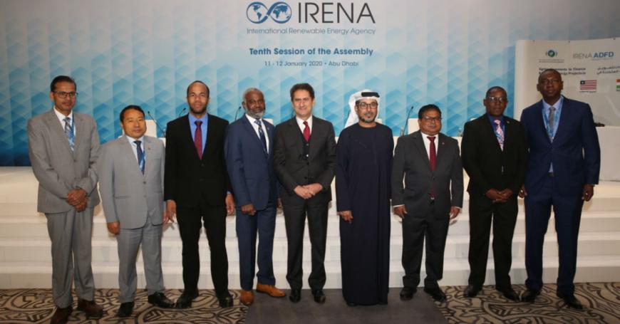 Un financement record de 105 millions USD approuvé par l'ADFD dans le cadre du projet IRENA / ADFD. © IRENA