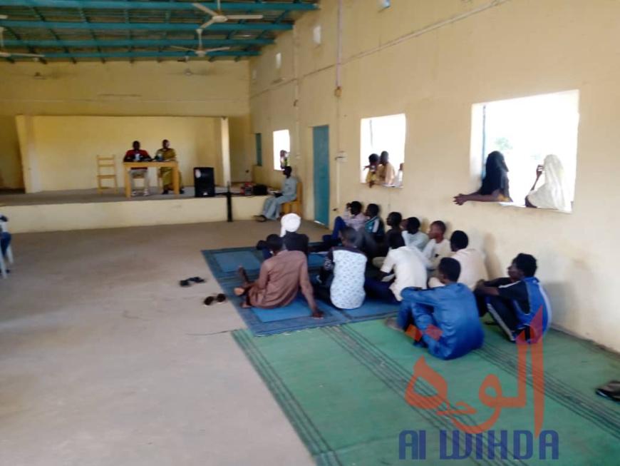Tchad : à Goz Beida, élèves et enseignants débattent sur la violence scolaire. © Mahamat Issa Gadaya/Alwihda Info