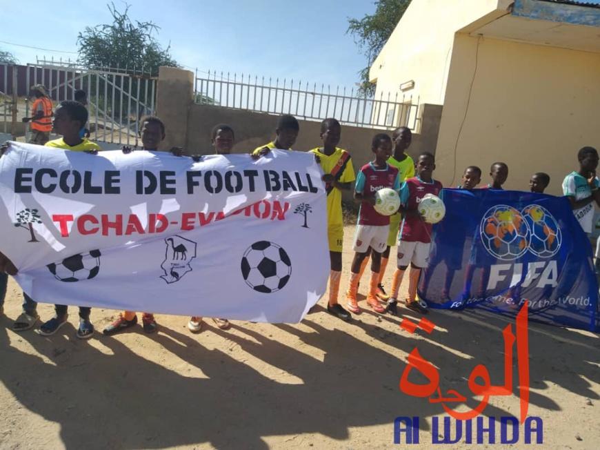 Des jeunes joueurs de football à Abéché. Illustration. © Hamid Mahamat/Alwihda Info