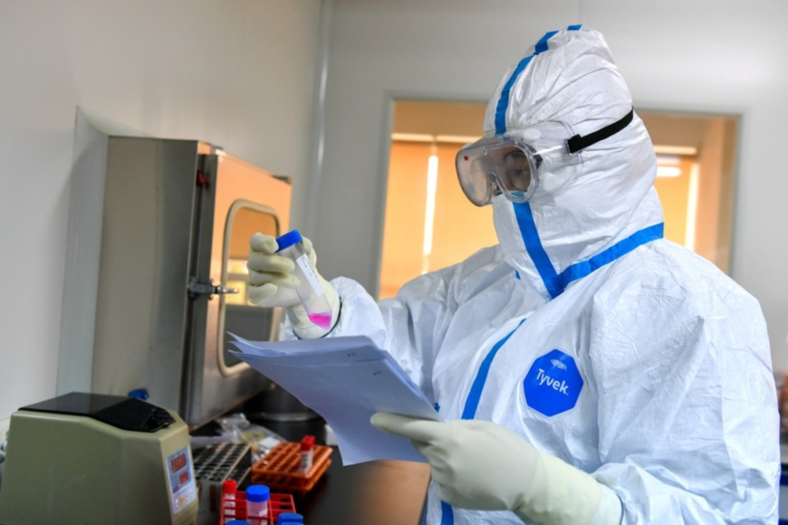 "On January 30, 2020, at the Center for Disease Control and Prevention of Changxing County, Huzhou City, Zhejiang Province, ""fully armed"" test personnel were busy. Reagent preparation, nucleic acid extraction, nucleic acid amplification, nucleic acid detection, report analysis and other tests were carried out in an orderly manner. (Photo by Tan Yunfeng from People's Daily Online)"
