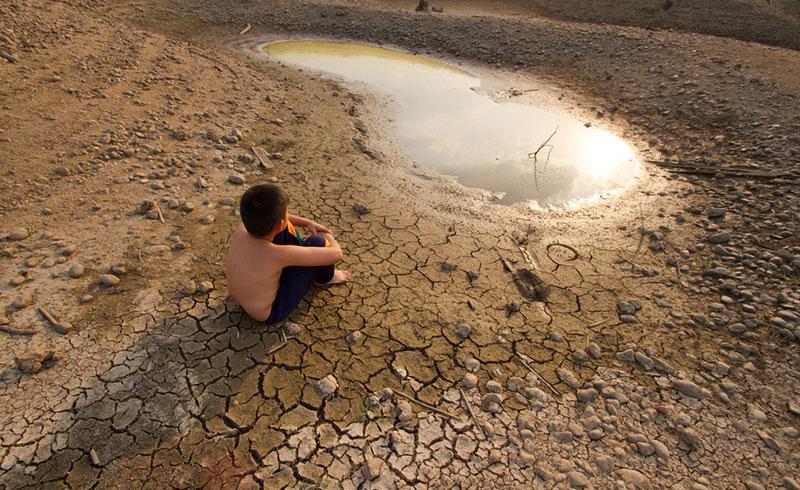 En alimentant la crise climatique, l'industrie fossile bafoue un peu plus encore les droits humains. Illustration. ©DR