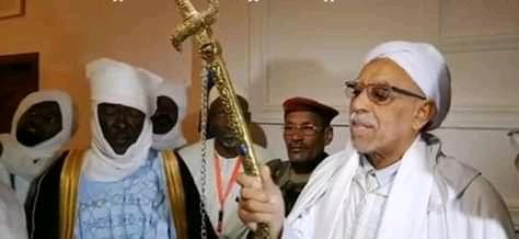 Tchad : une épée en or offerte au khalife de la Tidjania à Am Djarass. © Alwihda Info
