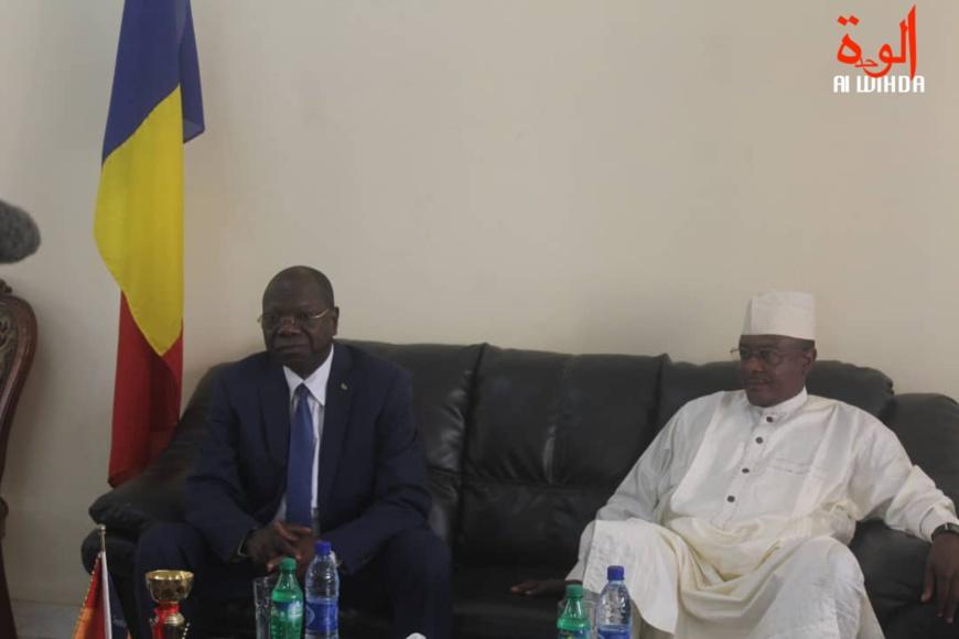 Le ministre d'Etat Kalzeube Payimi Deubet et le gouverneur de la province du Mayo Kebbi Ouest, Adoum Forteye Amadou, le 16 février 2020 à Pala. © Malick Mahamat/Alwihda Info