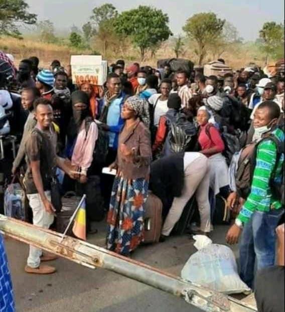 Des ressortissants tchadiens bloqués à la frontière Kouteré, au Cameroun. © DR